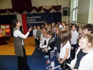 Chór Duodecimus śpiewa patriotyczne pieśni