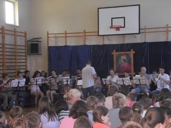 big band studentów WPA UAM Kalisz pod kierownictwem doktora Mirosława Kordowskiego