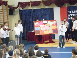 Uczniowie klasy 6a przygotowali sie sumiennie do występu