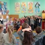 Wspólna zabawa przedszkolaków z rówieśnikami z zerówki