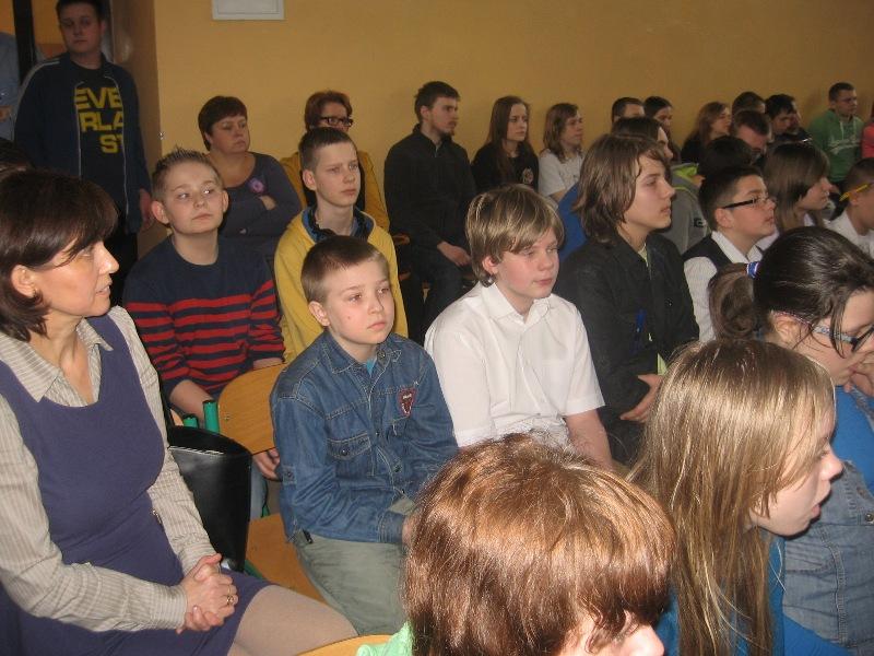 szóstoklasiści w gimnazjum