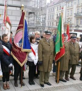 Poczet sztandarowy podczas obchodów Narodowego Święta Niepodległości